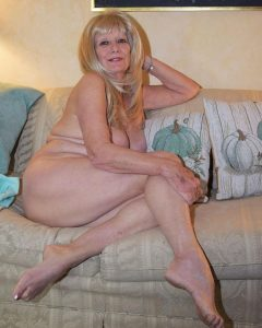 Femme mature du 58 exhibe nude