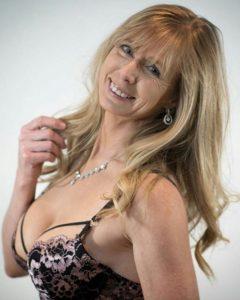 Femme mature du 68 exhibe nude