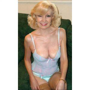 Nude photo cougar chaude du 04